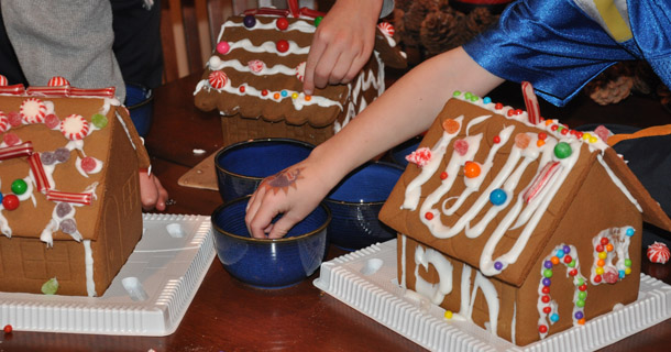 Gingerbread House Activity: A Real Mom's Do's and Don'ts
