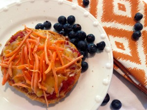 ENGLISH MUFFIN PIZZA WITH VEGGIES Photo courtesy of Petite Nutrition.