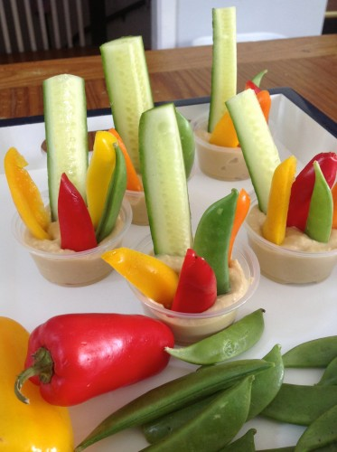 SPRING VEGGIE & HUMMUS CUPS Photo courtesy of Petite Nutrition.